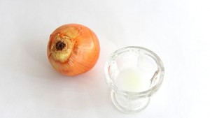 1-onion-juice-tip-for-eyebrow-growth